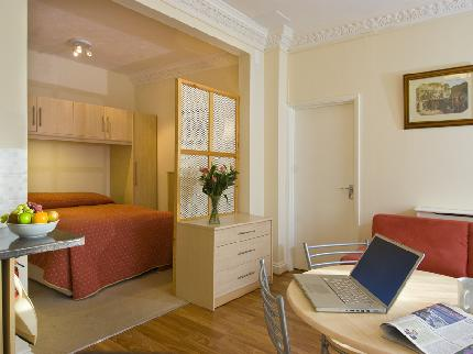 Rainbows Lodge Hotel and Serviced Apartments - Laterooms