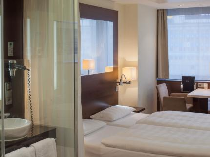 Park Inn by Radisson Berlin Alexanderplatz - Laterooms