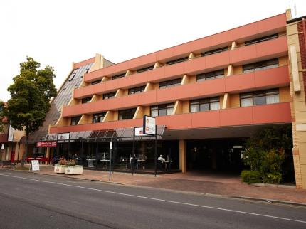 Adelaide Meridien Hotel and Apartments - Laterooms
