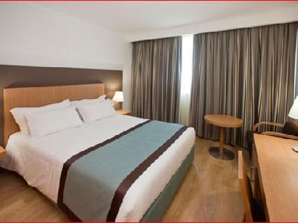 Lisboa Almada Hotel - Laterooms