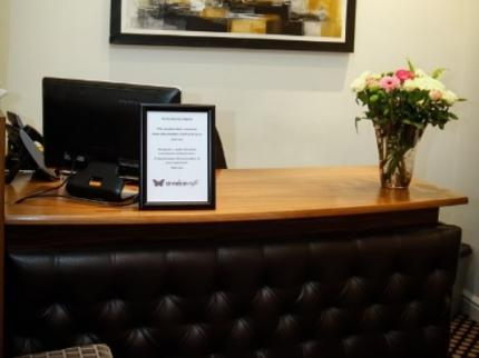 Cinnabar Cafe Hotel - Laterooms