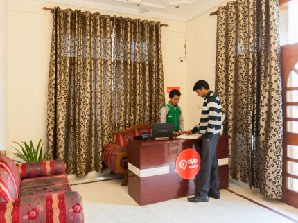 OYO Rooms Noida City Centre Premium - Laterooms
