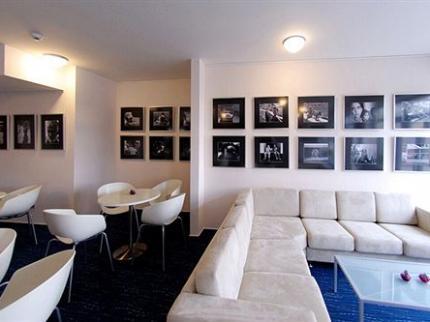 Academic Hotel & Congress Centre - Laterooms