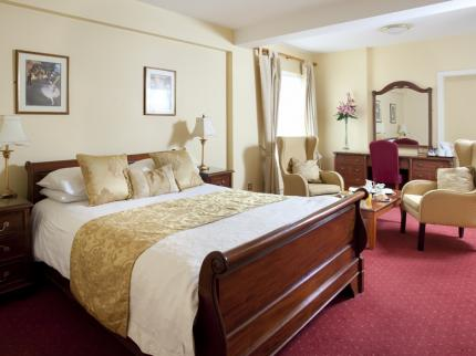 The Royal Hotel and Merrill Leisure Club - Laterooms