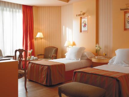 Hotel Hesperia Emperatriz - Laterooms