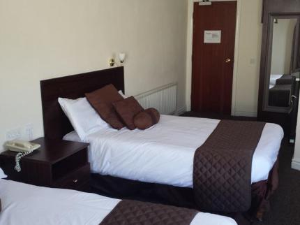Ravensdene Lodge Hotel - Laterooms
