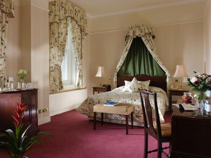 Ashdown Park Hotel - Laterooms
